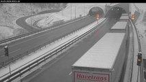 Zimske razmere na cestah, zaradi neprilagojene vožnje prihaja do nesreč