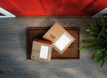 Spletni nakupi v času koronavirusa: kaj kupujemo in kako hitra ter varna je dostava na dom?