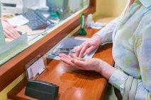 Poziv upokojencem, naj se po pokojnine ne odpravijo v poslovalnice