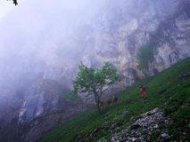 34 slovenskih reševalcev iz ene najglobljih jam v Avstriji rešuje poškodovanca