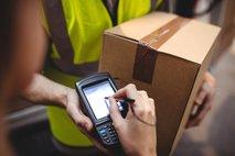 Dostava: ali lahko paket pustijo pred vrati ali pri sosedu?
