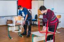 Ravnatelji: ob veljavnih ukrepih ni teorije, da bi se lahko v šole vrnili vsi učenci
