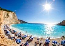 Grčija bi lahko zaradi porasta okužb s koronavirusom poostrila omejitve za turiste