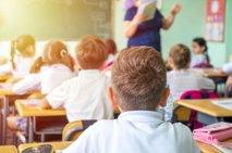 Pozvali k cepljenju odraslih, da bodo lahko otroci hodili v šole in vrtce