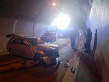 Vozniki znova oteževali intervencijo med nesrečo