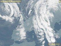 Pestro vremensko dogajanje: močne padavine, jugo, poplavljanje morja, v alpskih dolinah pa sneg