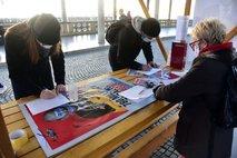 Levica in SD zbrali več kot 28.000 podpisov