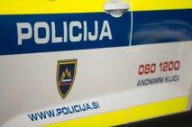 V hudi prometni nesreči na Tolminskem umrl 64-letnik