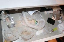 Policisti prijeli povratnika in mu zasegli drogo ter zaslužek