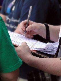 Pod peticijo za vrnitev neizplačanega dela pokojnin skoraj 14.000 podpisov