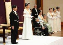 Zaradi financiranja slovesnosti ustoličenja novega cesarja tožijo vlado tudi budistični menihi