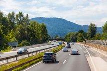 Vožnja na avtocesti po levi strani je ne le nevarna, ampak tudi prepovedana