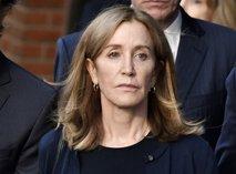 Felicity Huffman oz. 'razočarana gospodinja' gre v zapor. Poglejte, kakšen!