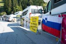 Navijači ob vzponu na prelaz Loze v pričakovanju slovenskega triumfa