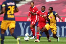 Kljub valu okužb nogometaši Salzburga odleteli na tekmo v Izrael