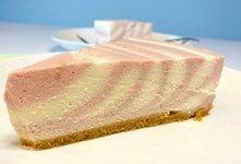 Zebra torta brez peke (jagodna torta z belo čokolado)