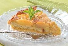 Mandljev kolač z jabolki