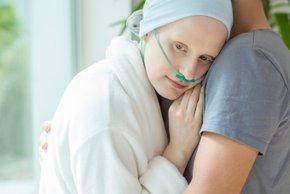 Česa nikoli ne bi smeli reči in narediti rakavemu bolniku?