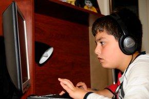 Vas bo otrok udaril, če mu vzamete internet?
