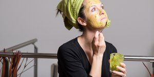 V uredništvu smo preizkusili 4 top maske iz avokada (navdušeni smo)