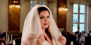 Neisha osupnila v prekrasni poročni obleki