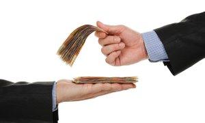 V javnem sektorju plače za 25 odstotkov višje kot v zasebnem