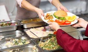 Prehrana v osnovnih šolah: še vedno preveč odsvetovanih živil in sladkorja