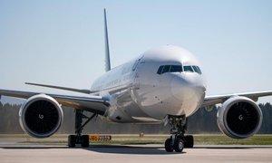 Na Brniku pristal Boeing 777 z zaščitno opremo s Kitajske