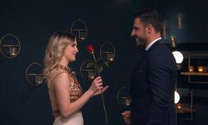 Anja z vrtnico prvega vtisa: Gregor je vsekakor izpolnil moja pričakovanja