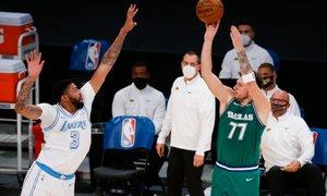Mavericksi so odbili napade Lakersov za trdo prigarano zmago