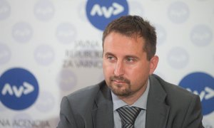 Vlada razrešila Velova z mesta direktorja AVP