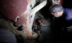 Dan po eksploziji: reševalci se prebijajo skozi ruševine, bolnišnice ...