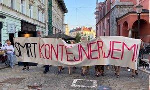 Na protestih v Izoli prerivanje med snemanjem izjave z Galetom
