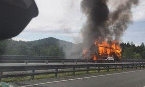 Za požar na primorski avtocesti kriva okvara motorja