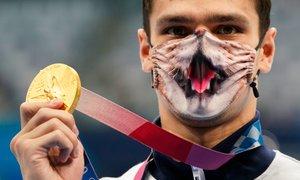 Z mačjo masko priplaval do dveh zlatih medalj