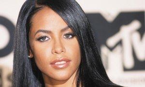 Pevko Aaliyah so pred usodnim letom omamili in odnesli na letalo