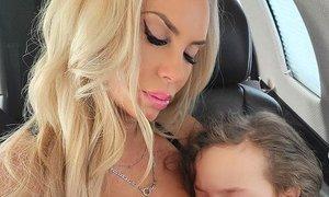 Coco Austin se brani, ker (še vedno) doji 5-letno hčerko