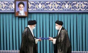 Ajatola Hamenej Raisija potrdil za novega predsednika Irana