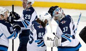 Vodilna ekipa NHL izgubila derbi v Winnipegu