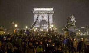 Opozicija avtoritarnim in populističnim voditeljem se krepi
