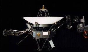 Po sestrski sondi naše Osončje zapustil tudi Voyager 2