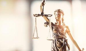 Zaradi domnevnih zlorab v pravosodju SDS zahteva izredno sejo