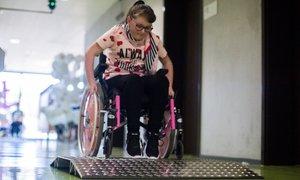 'Invalidni otroci morajo postati pri določenih opravilih samostojni'