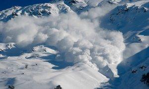 Plaz v Crans Montani naj bi zasul vsaj 12 smučarjev
