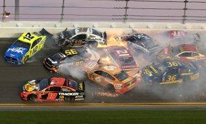 Kar 21 dirkalnikov udeleženih v nesrečo na Daytoni 500