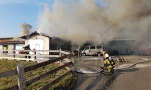 Obsežen požar zajel obrat kmetijske šole Grm: zagorelo tudi naftno gorivo