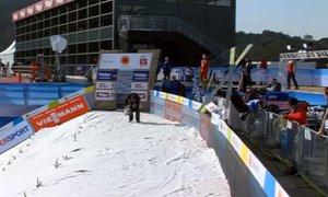 Lahko bi se končalo tragično: norveški skakalec poletel v zaščitno ograjo