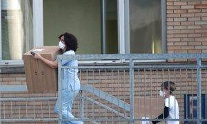V Italiji umrla moški in ženska, doma 50.000 ljudi. Je inkubacijska doba 27 dni?