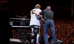 Elton John sredi koncerta: Ostal sem brez glasu. Ne morem peti