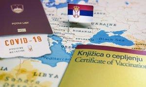 Cepljenje tujcev v Srbiji in cvetoči cepilni turizem
